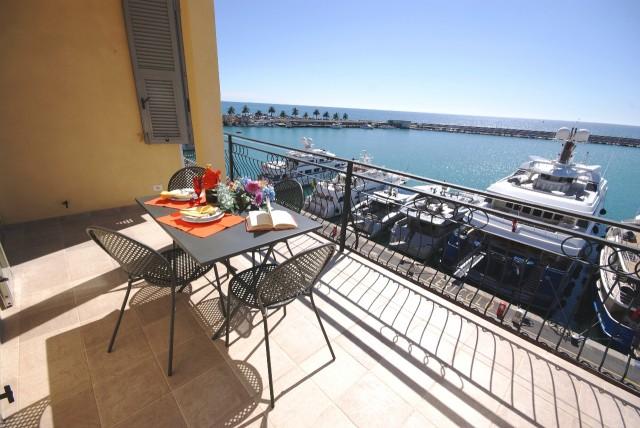 Appartamento con strepitosa terrazza sul mare a Imperia | Case ...